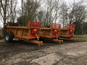 Rear discharge muck spreader hire